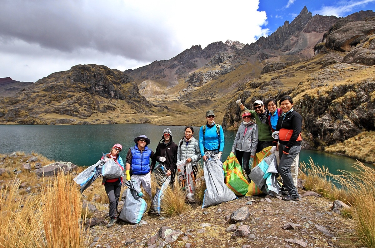 LET´S KEEP OUR MOUNTAINS CLEAN